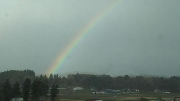 虹を・・・
